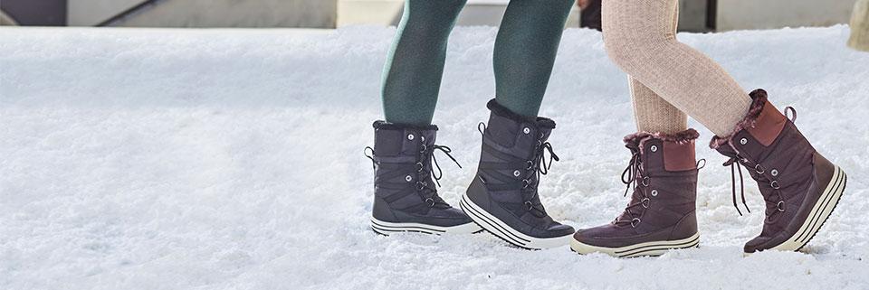 Csizmák és magasszárú cipők